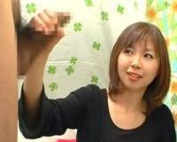 CFNM素人娘が手コキでザーメン発射!!介護士してる23才の美女がチ○コの大きさ測定して手コキ抜き!